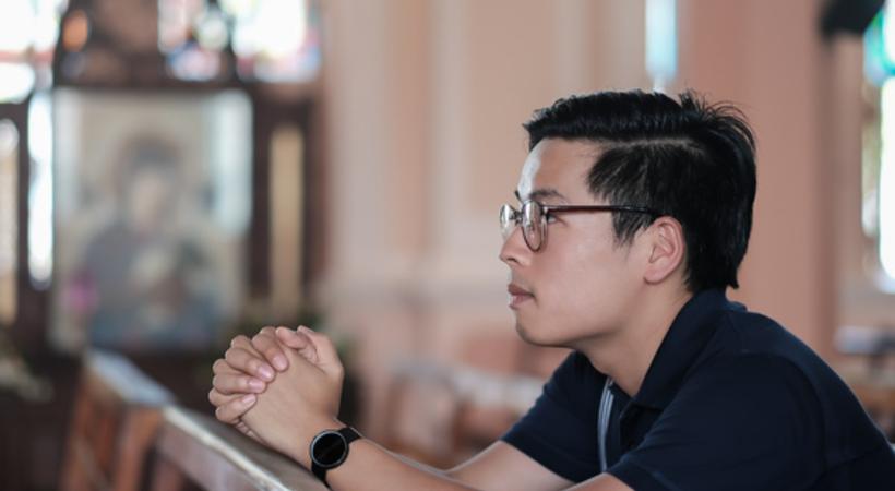 Gjennom radiosendinger blir lyttere utrustet til å avsløre falsk lære og til å holde fast på troen i Jesus (Illustrasjonsfoto).
