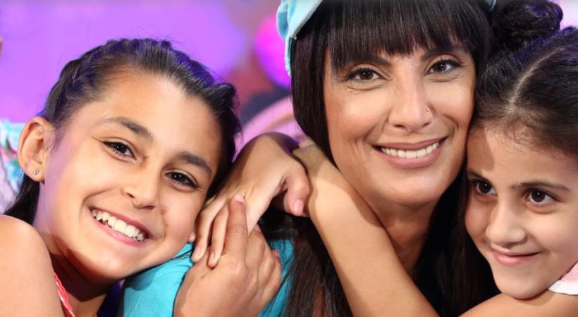 """Rita Elmounayer i det populære programmet """"Bedtime Stories"""" . Her samler hun barn rundt seg og leser godnatt-historier til trøst og oppmuntring, og gir samtidig opplæring i kristen tro."""